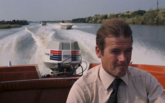 James-Bond-QUITAR-EN-EL-POST