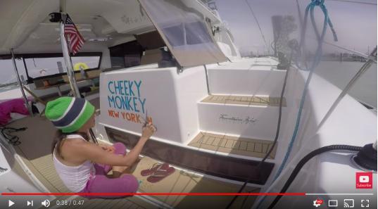 """Una pareja que navega por todo el mundo con un 44' catamarán llamado """"Cheeky Monkey""""."""