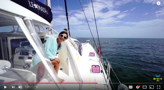 Una pareja estadounidense que navega por el mundo con su velero.