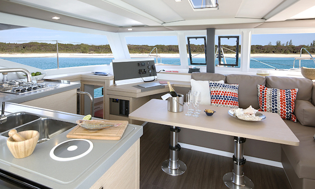 ountaine-pajot-lucia-40-salon