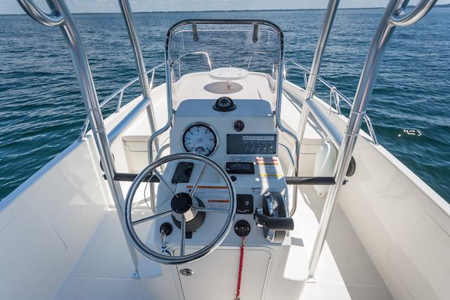 Prueba Bayliner Element CC7 consola central puesto de mando