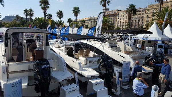 Algunas de las embarcaciones expuestas en el stand de Touron en el Salón Náutico de Barcelona