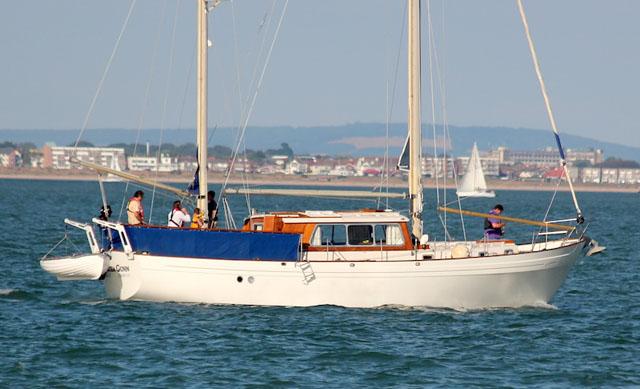 Tipos de barcos_Motovelero