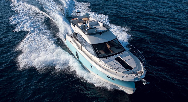 Tipos de veleros_yate crucero a motor
