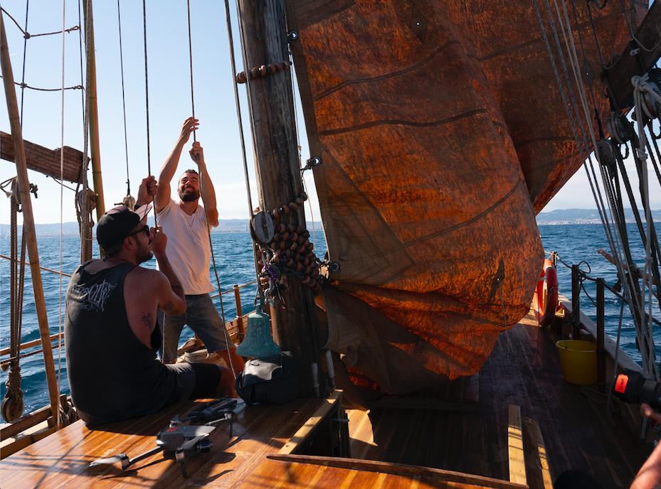 Sergi Basolí en su nuevo velero tradicional