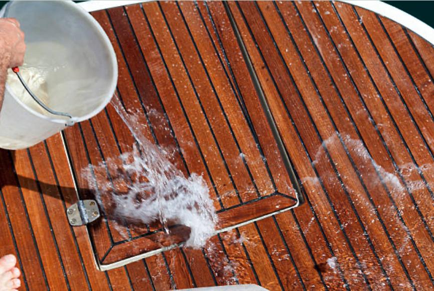 preparar el barco para las visitas_limpiar exterior barco