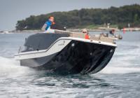 Bayliner Element XR7: Lancha a motor deportiva y social