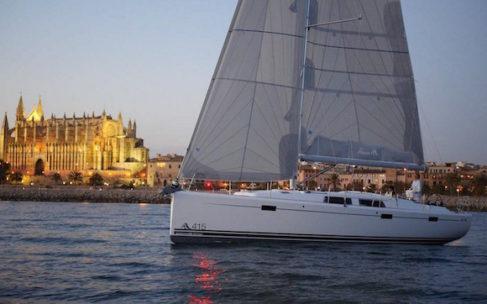 Alquilar un barco en invierno: 6 planes chárter para todos los gustos