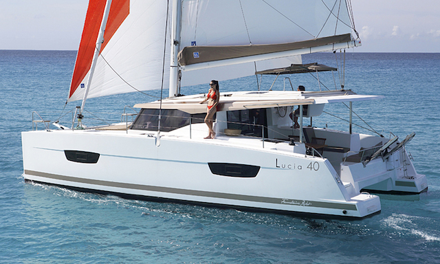 fountaine-pajot-lucia-40-costado