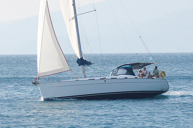 charter beneteau cyclades-43