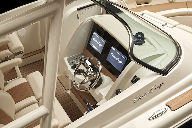 chris-craft-calypso_30_cockpit